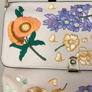 🌼🌺TOPSHOP flowery embroidered purse 🌸🌼